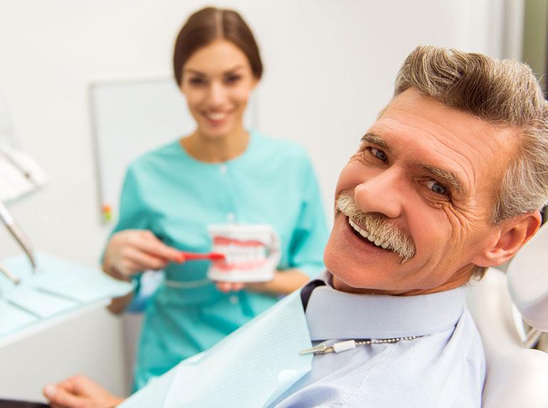 Prophylaxe bei Zahnersatz