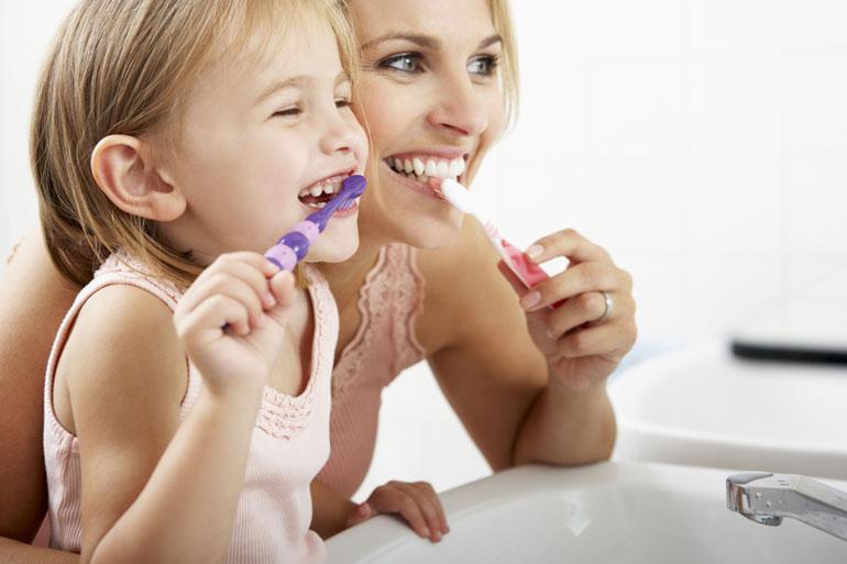 e773377c5a Um Ihr Kind zum Zähneputzen zu motivieren, bauen Sie bitte das Zähneputzen  als festen Bestandteil in den Tagesablauf ein. Fungieren sie als Vorbild  und ...